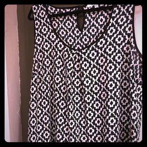 Black and white print sleeveless tunic